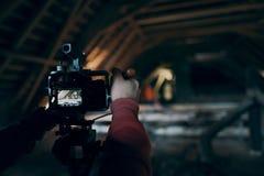 Le videographer travaille sur le rapport Images libres de droits