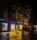 Le vie della foto hanno decorato le luci di natale in Germania fotografia stock libera da diritti