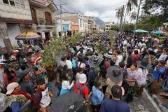 Le vie di Cotacachi alla celebrazione di Inti Raymi Fotografia Stock