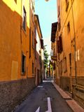 Le vie storiche antiche della città romantica di Verona Ital Fotografie Stock Libere da Diritti