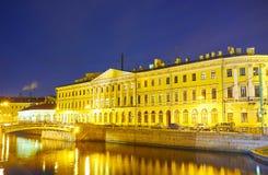 Le vieil édifice dans le St Petersbourg, Russie photos libres de droits