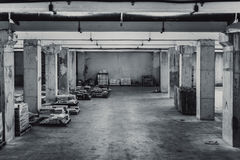 Le vieil espace sale de bâtiment de stockage images libres de droits