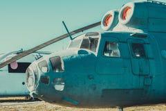 Le vieil hélicoptère se tient dans le musée Photographie stock