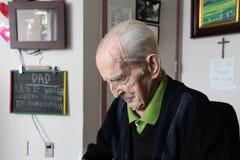 Vieillard à l'établissement de soins à long terme Image libre de droits
