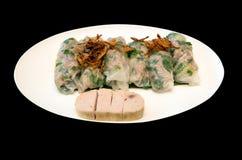 Le Vietnam a cuit le petit pain de ressort et la saucisse à la vapeur de proc blanche Photographie stock libre de droits