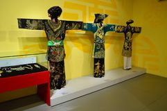 Le Vietnam - Hanoï - les vêtements des femmes traditionnelles Photos stock