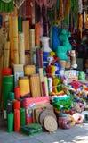 Le Vietnam - Hanoï - scène typique de rue du vieux quart - boutique de laine de mercerie Photo libre de droits