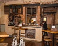 Le vieux bar du hôtel brûle vers le bas Photographie stock libre de droits