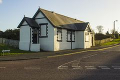 Le vieux bloc victorien municipal de toilette sur la route de Seacliff dans de Bangor du comté vers le bas de l'Irlande du Nord m Photos stock