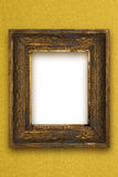 Le vieux cadre de tableau en bois classique a découpé à la main le papier peint d'or Photos libres de droits