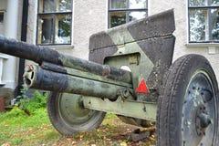 Le vieux canon de la deuxième guerre mondiale Photographie stock libre de droits