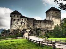 Le vieux château de Kaprun est presque le squelette de l'ancien Burg, mais dans la forme très bonne et quelques événements sont f images stock
