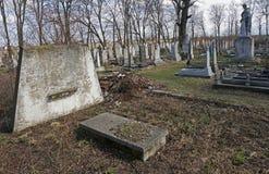 Le vieux cimetière de village 25 mars 2017 Lysets, Ukraine photos stock
