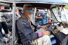 Le vieux conducteur du tuk de tuk dans Chiang Mai, Thaïlande Photo libre de droits