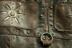 Le vieux cuir avec les rivets métalliques Images libres de droits