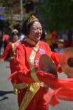 Le vieux danseur de chinois traditionnel exécute Photos libres de droits
