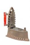 Le vieux fer de fer s'est rouillé le fond blanc Photo libre de droits