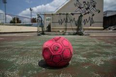 Le vieux football image libre de droits