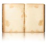 Le vieux livre ouvert reflètent en fonction l'étage et le blanc photographie stock