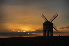 Le vieux moulin à vent de Chesterton au coucher du soleil de crépuscule Image stock