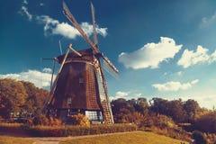 Le vieux moulin à vent tourne les Pays-Bas Images stock