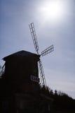 Le vieux moulin dans les bois images libres de droits