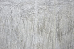 Le vieux mur gris a cassé le béton Image stock