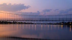 Le vieux nuage mobile de pont en bois Photo libre de droits