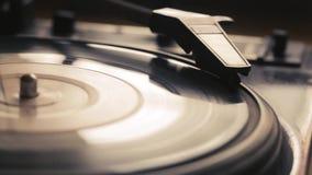 Le vieux phonographe de vintage reproduit la voie clips vidéos