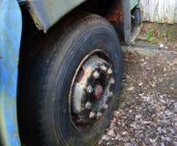Le vieux pneu Images stock