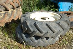 Le vieux pneu de camion Photographie stock libre de droits