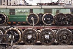 Vieux trains de polonais dans le hall de service image libre de droits