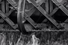 Le vieux pont en fer en noir et blanc Photos libres de droits