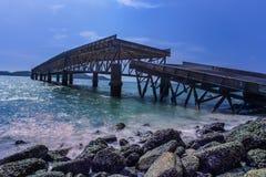 Le vieux pont a ?t? endommag? images stock