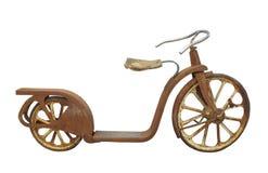 Le vieux scooter en métal de childâs a isolé. Photo stock