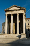 Le vieux temple romain dans les Pula croates de ville Photo stock