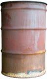 Le vieux tonneau à huile rouillé a isolé le bidon de tambour de 55 gallons Image libre de droits
