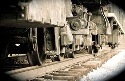 Le vieux train roule le mouvement Photo stock