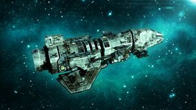 Le vieux vaisseau spatial étranger dans l'espace lointain, vol sale de vaisseau spatial dans l'univers avec des étoiles à l'arriè illustration stock