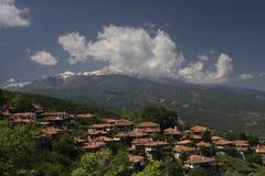 Le vieux village de la Grèce a appelé Pantelimonas Photos stock
