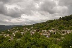 Le vieux village Leshten Photographie stock libre de droits