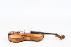 Le vieux violon, d'isolement sur le fond blanc Alto, instrument pour la musique photos stock