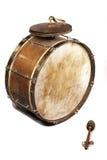 Le vieux, worldly-wise, minable, poussiéreux tambour bas Photographie stock