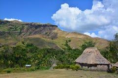 Le village a couvert la maison de chaume Photos libres de droits