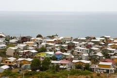 Le village d'Ancud loge - île de Chiloe - le Chili photos stock