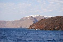 Le village d'Imerovigli sur les falaises Photo stock