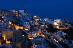 Le village d'Oia au crépuscule Image stock