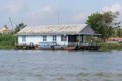 Le village de flottement dans le Doc. de Chau, Vietnam photo libre de droits