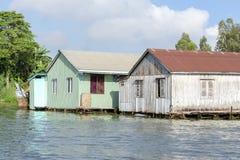 Le village de flottement dans le Doc. de Chau, Vietnam photographie stock