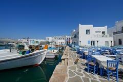 Le village des îles grecques typiques de Naousa, île de Paros, Cyclades, Images stock